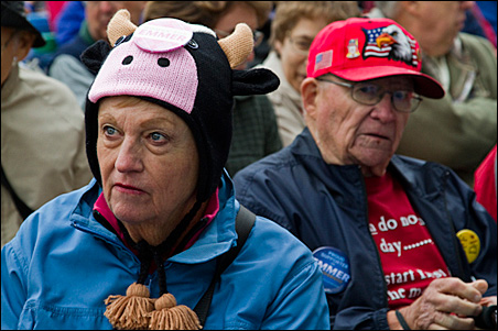 More than 500 onlookers, many bundled up for the cool day, gathered for the debate.