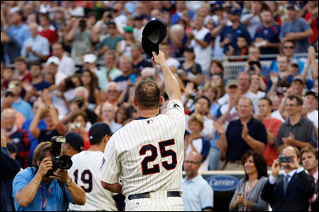 Minnesota Twins Jim Thome acknowledges the crowd after a ceremony honoring his 600th career homerun.