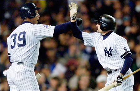 Darryl Strawberry, left, congratulates Chuck Knoblauch