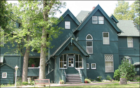 The Weyerhaeuser home, the other half of Linden Hill
