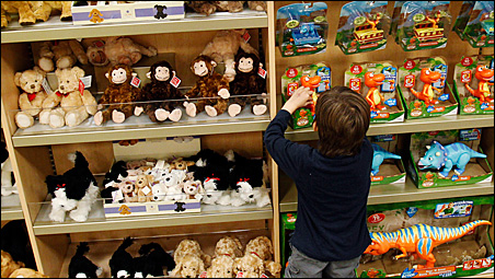 With charitable giving down, community group struggles to find toys for needy