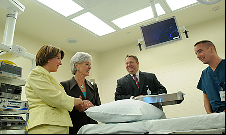 Sen. Amy Klobuchar and Health and Human Services Secretary Kathleen Sebelius hear from Ken Hollmen, a vice president at Health Partners, and trauma surgeon Gary Collins.