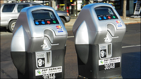 Minneapolis will go with the new single-space meters that take coins and credit cards in the East Hennepin business district.