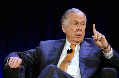 Financier T. Boone Pickens speaking during the World Business Forum in New York in 2009.