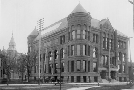 An 1893 photo of the original Minneapolis Public Library at 10th and Hennepin
