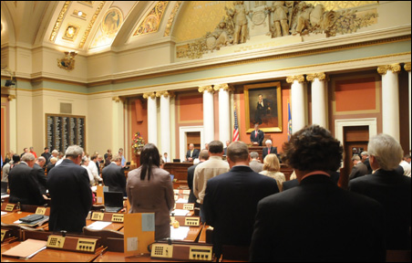 Senate starts special session with moment of silence for Sen. Linda Scheid