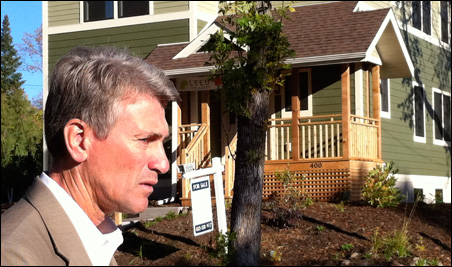 Minneapolis Mayor R.T. Rybak tours the targeted four-block EcoVillage cluster.