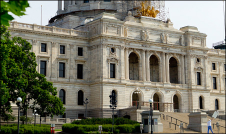 Minnesota Management and Budget says that the state has enough resources to allow for a $775 million bonding bill in the regular 2012 session.