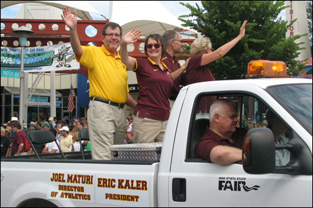 New University of Minnesota President Eric Kaler and his wife, Karen, in Sunday's State Fair parade.