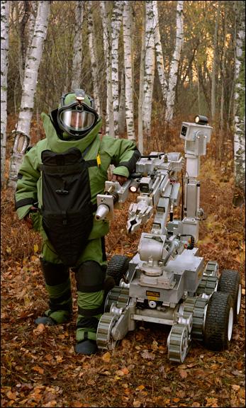 Bomb suit, robot, 2005, Paul Shambroom