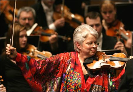 Jorja Fleezanis in performance.