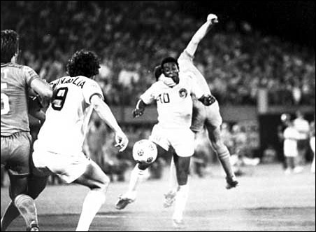 New York Cosmos player Pele tangles with Minnesota Kicks player Alan Merrick in a 1976 match at the old Met.