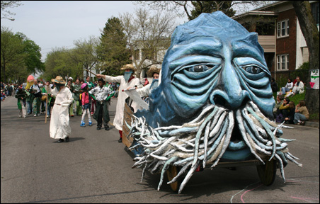 The 2007 parade theme was Somos Agua (We are water).