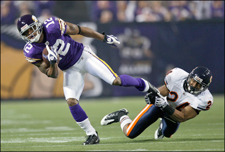 Vikings receiver Percy Harvin eludes the grasp of Chicago Bears safety Al Afalava for a 17-yard pass reception gain during the first quarter of Sunday's game.