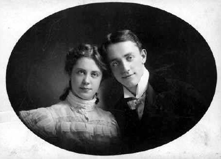 An 1890 photo of George M. Cohan and his sister, Josie.