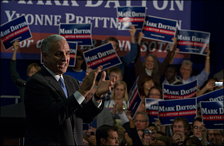 Mark Dayton addresses an estimated 1,100 supporters this morning.