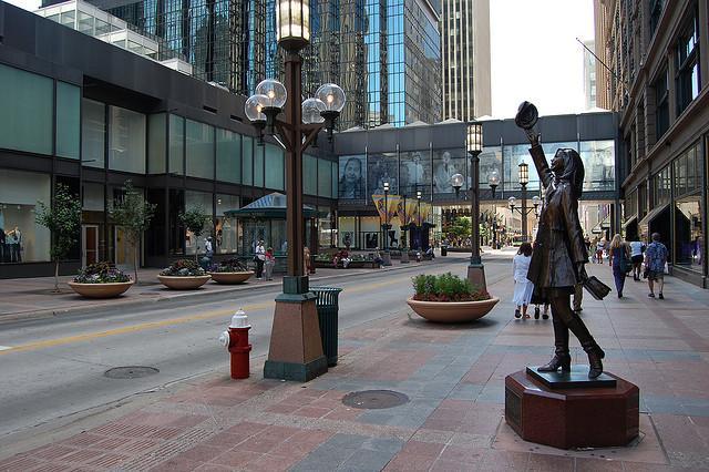 mary tyler moore statue photo
