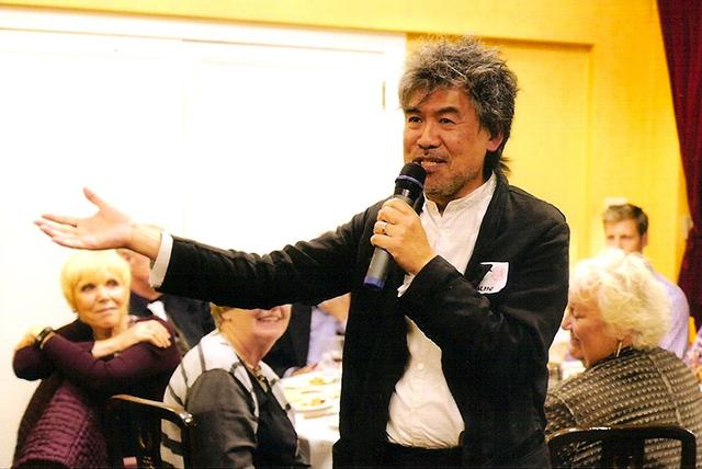 Playwright David Henry Hwang speaking at the Sept. 9 banquet.