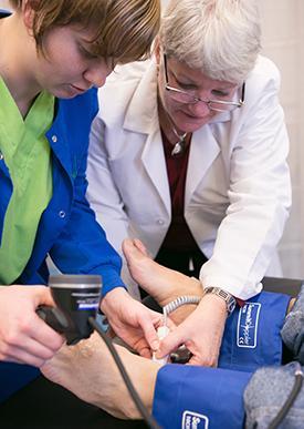 Diane Treat-Jacobson advising cardiac rehab nurse Pam Heil