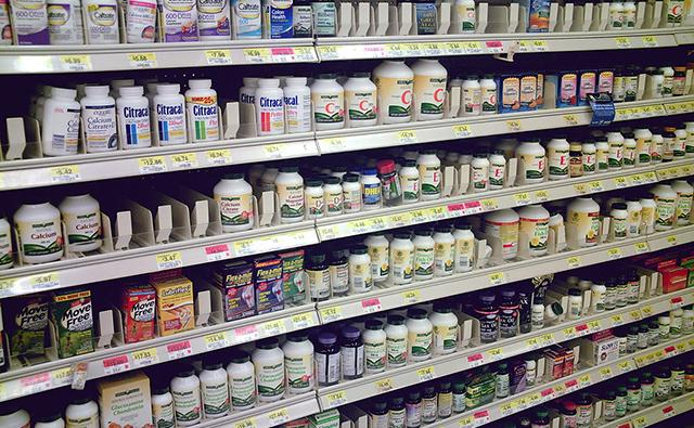 The use of multivitamin and mineral supplements is widespread in the United States.