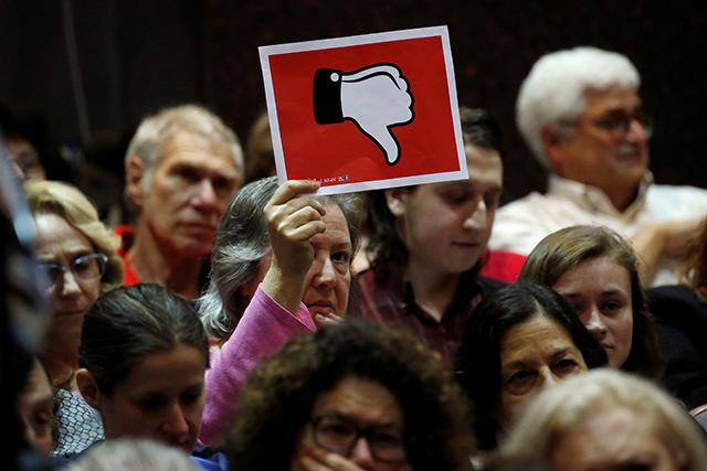 Town hall' meetings mostly draw angry people. Should members of Congress  hold them anyway? | MinnPost