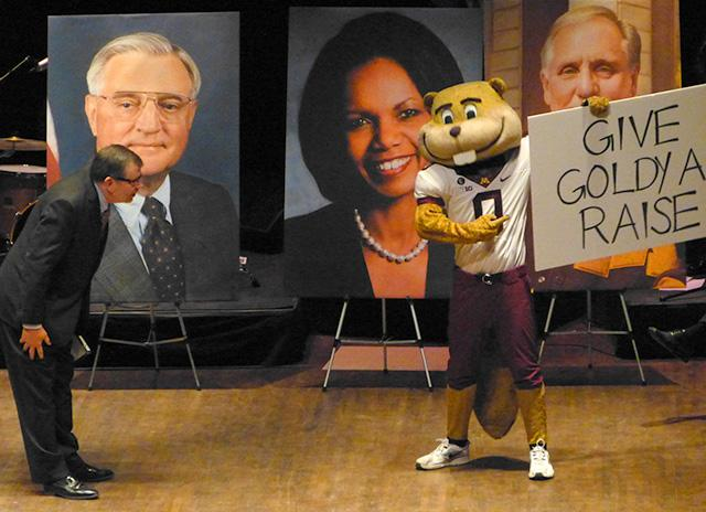 U of M president Eric Kaler and Goldy Gopher