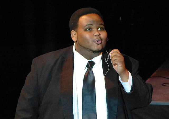"Tesfa Wondemagegnehu performing ""Rich State"""