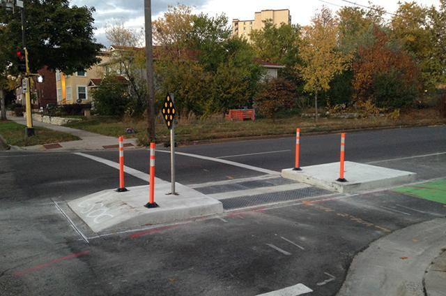 Intersection design — or how the turning radius is shaping