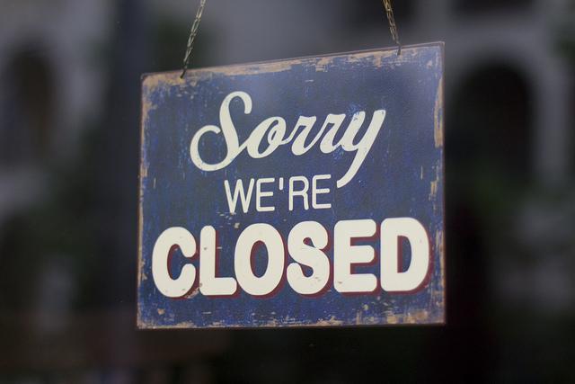 restaurant closed sign photo