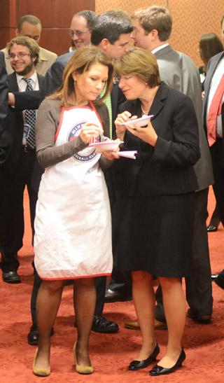 Rep Michele Bachmann chats with Sen. Amy Klobuchar